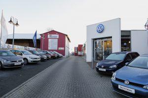 Autohaus parkplatz